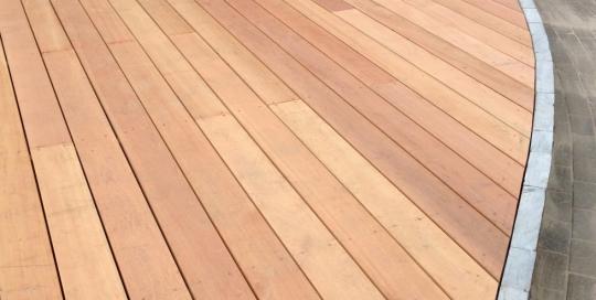 Aanleg achtertuin met hout Horst (2)
