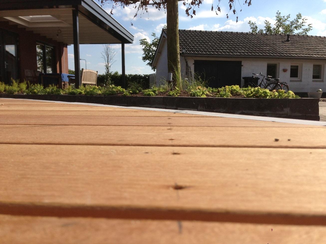Aanleg achtertuin met hout Horst (5)