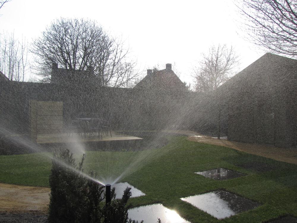 Aanleg achtertuin met zwevende vlonder Horst (10)