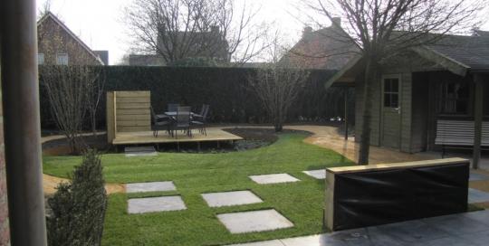 Aanleg achtertuin met zwevende vlonder Horst (5)