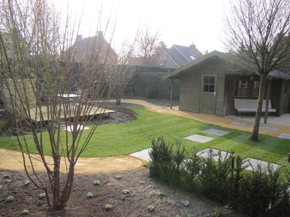 Aanleg achtertuin met zwevende vlonder Horst (6)