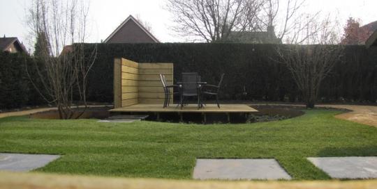 Aanleg achtertuin met zwevende vlonder Horst (7)