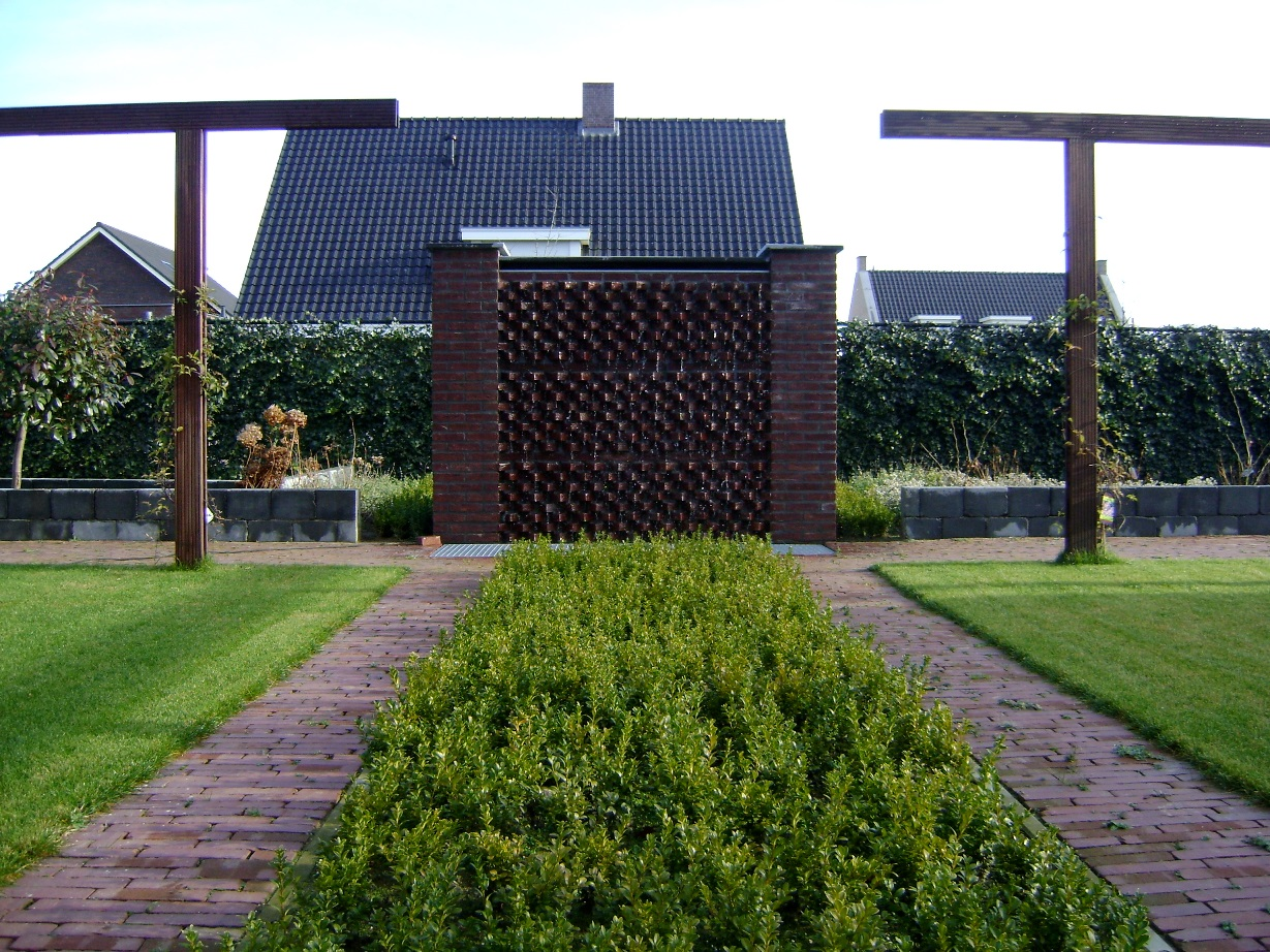 Watermuur en achtertuin Roggel (1)